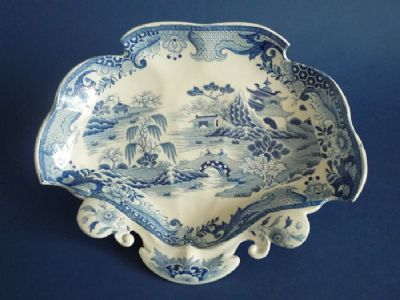 Mason's Semi-China 'Blue Chinese Landscape' Willow Pattern Dish c1820